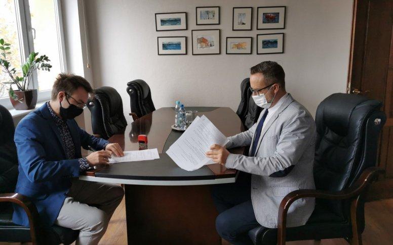 Umowy na aplikację podpisane